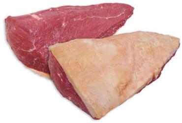 PICANHA  Pode ser chamada de tapa de cuadril (espanhol) ou cap of rump (inglês).  Parte macia, mais marmorizada e com capa de gordura, tem sabor acentuado. É de fácil preparo e muito suculenta. É própria para churrascos, podendo ser assada inteira ou em postas no espeto ou na grelha. É boa para assados, bifes ou carne de panela. É importante prepará-la com a gordura para que o sabor e maciez fiquem mais acentuados, podendo-se retirá-la na hora do consumo. Se houver ainda uma membrana prateada na parte inferior da picanha, retire-a antes do preparo para evitar que a carne ´encolha´ durante o cozimento. Lembre-se que a picanha pesa entre 1kg e 1,5kg, portanto se você encontrar picanhas maiores à venda saiba que na verdade há uma parte de coxão duro que não foi separada do corte sendo vendida junto.