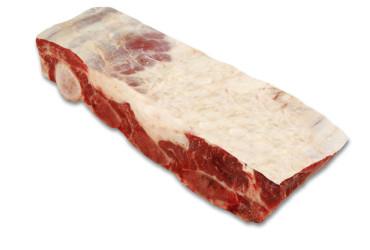 COSTELA  Também conhecida como costela do dianteiro, ripa de costela e assado. É a parte superior da caixa torácica do bovino, tendo ossos maiores e mais largos, e carne um pouco mais seca do que a costela ponta de agulha ou costela minga. Pode ainda ser chamada de asado ou asado de tira (espanhol), plat-de-côtes (francês) ou short ribs (inglês).  A costela é o corte com maior variedade de sabores, texturas e aromas. Exige um tempo de cozimento mais longo, para amaciar suas fibras. É utilizada principalmente para churrasco, ou então para o preparo de carne cozida com legumes. As carnes preparadas com osso tem sempre um sabor muito especial.